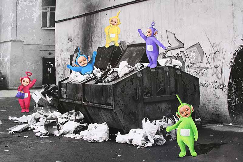Teletubbies im Müllcontainer